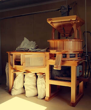Wooden flower mill