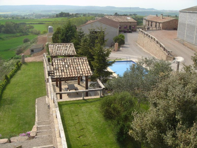 General view of the farmhouse, the accommodations and the pool area